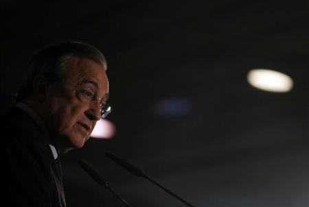 Real Madrid's president Florentino Perez speaks during a news conference at Santiago Bernabeu stadium in Madrid May 20, 2013. REUTERS/Sergio Perez