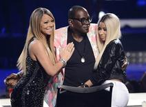 "Randy Jackson (C) is embraced by Mariah Carey (L) and Nicki Minaj (R) as he finishes his final season as a judge during the Season 12 finale of ""American Idol"" in Los Angeles in this May 16, 2013 file photo. REUTERS/Phil McCarten/Files"