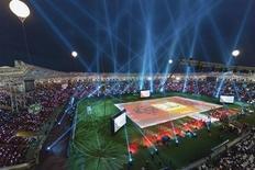 """Вид на стадион """"Ахмат-Арена"""" в Грозном 11 мая 2011 года. Финальные матчи кубков России, Германии и Франции, а также игры последнего тура чемпионата Испании и ряд товарищеских встреч пройдут в пятницу и выходные. REUTERS/S.Dal"""