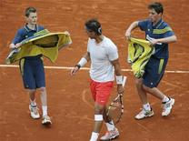 Ball boys bring towels to Rafael Nadal of Spain during his men's singles match against Martin Klizan of Slovakia at the French Open tennis tournament at the Roland Garros stadium in Paris May 31, 2013. REUTERS/Stephane Mahe