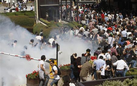 Turkish riot police use tear gas to disperse demonstrators during a protest against the destruction of trees in a park brought about by a pedestrian project, in Taksim Square in central Istanbul May 31, 2013. REUTERS/Osman Orsal