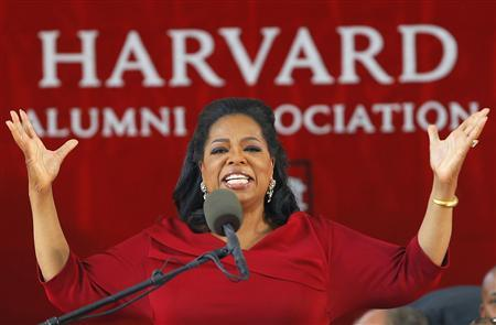 Media mogul Oprah Winfrey delivers the commencement address during Harvard University's 362nd Commencement Exercises in Cambridge, Massachusetts May 30, 2013. REUTERS/Brian Snyder