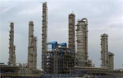 The Nouri petrochemical plant is seen in Assalouyeh, 1,000 km (621 miles) south of Tehran, January 27, 2011. REUTERS/Caren Firouz