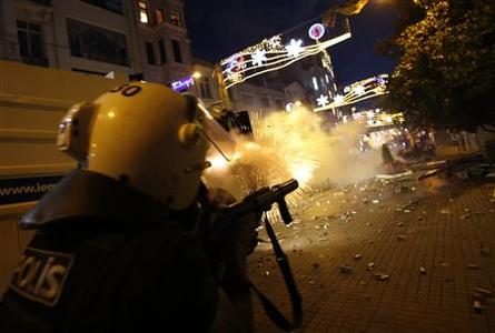 Riot police use tear gas to disperse the crowd during an anti-government protests at Taksim Square in central Istanbul May 31, 2013. REUTERS-Murad Sezer