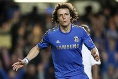 David Luiz, dho Chelsea, celebra gol contra FC Basel durante a segunda partida da semi-final da UEFA, em Londres, maio de 2013. O jogador disse estar confiante à partida contra Inglaterra, nesse domingo. 02/05/2013 REUTERS/Stefan Wermuth