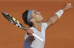 Rafael Nadal, da Espanha, celebra vitória sobre o italiano Fabio Fognini no Aberto da França, no Estádio de Roland Garros, em Paris. 01/06/2013 REUTERS/Stephane Mahe