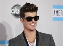 Singer Robin Thicke arrives at the 2011 American Music Awards in Los Angeles November 20, 2011. REUTERS/Danny Moloshok
