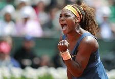 Serena Williams, dos EUA, durante partida contra a italiana Roberta Vinci em Roland Garros, Paris. Williams avança às quartas de final. 02/06/2013 REUTERS/Vincent Kessler