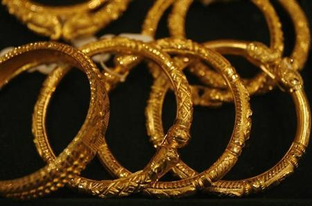 Gold jewellery is displayed in a jewellery shop in Kolkata December 15, 2009. REUTERS/Parth Sanyal/Files