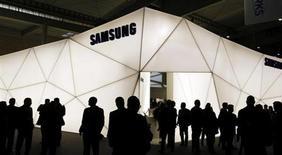Samsung Electronics va utiliser des processeurs conçus par Intel dans deux nouveaux modèles de tablettes fonctionnant avec le système Android de Google. /Photo prise le 27 février 2013/REUTERS/Albert Gea