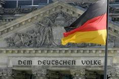 Le Fonds monétaire international a réduit de moitié sa prévision de croissance pour l'Allemagne en 2013 et table désormais sur 0,3%. /Photo d'archives/REUTERS/Fabrizio Bensch