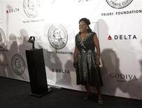 A cantora Sharon Jones posa para foto ao chegar a um evento em Nova York, nos Estados Unidos, no ano passado. 12/06/2012 REUTERS/Andrew Kelly