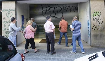 People wait to enter an unemployment registry office in Mataro near Barcelona June 4, 2013. REUTERS/Gustau Nacarino