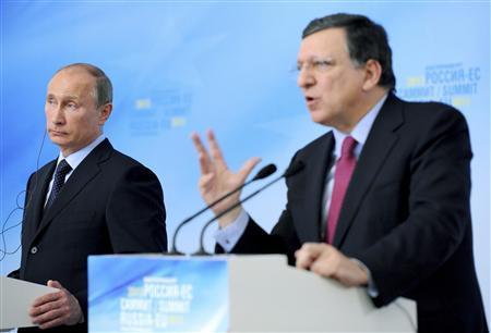 Russian President Vladimir Putin (L) and European Commission President Jose Manuel Barroso attend a news conference after the European Union-Russian Federation (EU-Russia) Summit in Yekaterinburg June 4, 2013. REUTERS/Mikhail Klimentyev/RIA Novosti/Kremlin