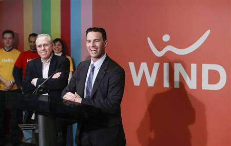 Anthony Lacavera (R), Chairman of Globalive and WIND Mobile and Ken Campbell, CEO of WIND Mobile, speak at a news conference in Toronto, December 11, 2009. REUTERS/Mark Blinch