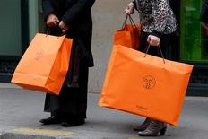 Axel Dumas, qui vient de prendre la co-gérance d'Hermès International, entend poursuivre la stratégie de diversification du groupe au-delà des métiers du cuir en accélérant notamment le développement de la division soie et textile et celui du prêt-à-porter masculin. /Photo d'archives/REUTERS/Philippe Wojazer