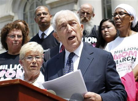 U.S. Senator Frank Lautenberg (D-NJ) (center R) announces new legislation with regards to online and mail-order sale of ammunition beside U.S. Rep. Carolyn McCarthy (D-NY) (center L) at City Hall in New York in this July 30, 2012, file photo. REUTERS/Brendan McDermid/Files