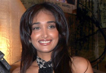 Bollywood actress Jiah Khan at a party for the movie Ghajini in Mumbai, December 30, 2008. REUTERS/Manav Manglani
