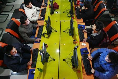 People use computers at an internet cafe in Suining, southwest China's Sichuan province in this January 11, 2007 file photo. CHINA OUT REUTERS/Stringer/Files