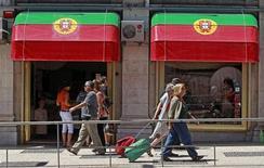 Le produit intérieur brut du Portugal s'est contracté de 0,4% au premier trimestre après une baisse de 1,8% lors des trois mois précédents. Par rapport aux trois premiers mois de 2012, la richesse nationale du Portugal accuse une baisse de 4,0%. /Photo d'archives/REUTERS/Jose Manuel Ribeiro
