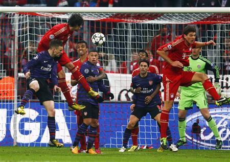 Arsenal's Laurent Koscielny (L) scores a header goal against Bayern Munich during their Champions League round of 16 second leg match in Munich in this March 13, 2013 file photo. REUTERS/Michael Dalder/Files