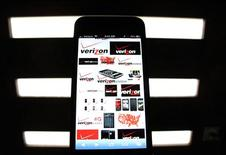 A photo illustration shows the Verizon wireless logos on a mobile phone screen in Encinitas, California June 6, 2013. REUTERS/Mike Blake
