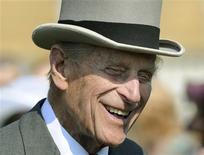 """Príncipe Philip da Grã-Bretanha comparece a evento no Palácio de Buckingham. O príncipe Philip, de 91 anos, marido da rainha Elizabeth, será submetido a uma cirurgia """"exploratória"""" no abdômen nesta sexta-feira. 06/06/2013 REUTERS/Pool/Anthony Devlin"""