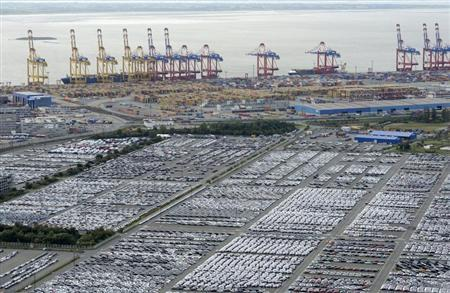 Cars for export stand in a parking area at a shipping terminal in the harbour of the German northern town of Bremerhaven, late October 8, 2012. REUTERS/Fabian Bimmer