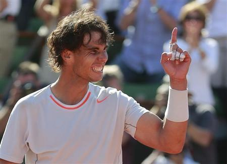 Rafael Nadal of Spain celebrates defeating Novak Djokovic of Serbia in their men's singles semi-final match during the French Open tennis tournament at the Roland Garros stadium in Paris June 7, 2013. REUTERS/Vincent Kessler