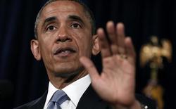 Le président Barack Obama a justifié vendredi les mesures de surveillance des communications par téléphone et internet qui, a-t-il insisté, ne violent en rien la Constitution américaine et permettent de protéger la sécurité nationale. /Photo prise le 7 juin 2013/REUTERS/Kevin Lamarque