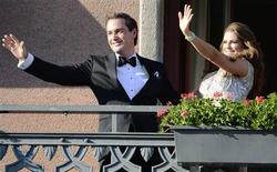U.S. citizen Christopher O'Neill (L) and Swedish Princess Madeleine wave from the balcony of Grand Hotel prior to a dinner for the couple in Stockholm June 7, 2013, the day before their wedding. REUTERS/Bertil Enervag Ericson/Scanpix Sweden