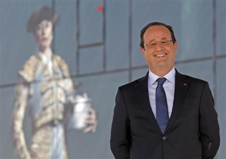 French President Francois Hollande smiles before delivering his speech after his visit at the Museum of Civilizations from Europe and the Mediterranean (MuCEM) in Marseille, June 4, 2013. REUTERS/Jean-Paul Pelissier