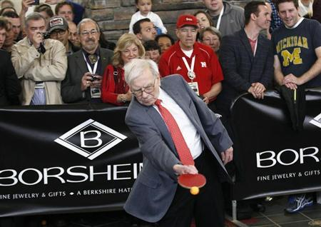 Berkshire Hathaway CEO Warren Buffett plays table tennis in Omaha May 5, 2013 the day after company's annual meeting. REUTERS/Rick Wilking
