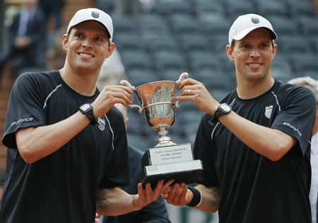 Bob Bryan and Mike Bryan of the U.S. pose with their trophy after defeating Michael Llodra and Nicolas Mahut of France in their men's doubles final match to win the French Open tennis tournament at the Roland Garros stadium in Paris June 8, 2013. REUTERS/Gonzalo Fuentes