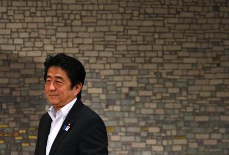 Japan's Prime Minister Shinzo Abe smiles as he arrives at a seminar in Tokyo June 5, 2013. REUTERS/Toru Hanai