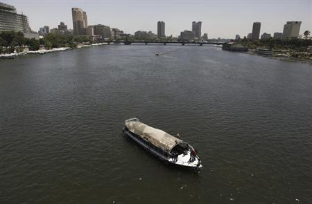 Egyptians youth dances and enjoy a Nile River cruise in Cairo June 6, 2013. Egypt will demand Ethiopia stop building a dam on one of the main tributaries of the Nile, a senior government aide said on Wednesday, ramping up a confrontation over the project that Egypt fears will affect its main source of water. REUTERS/Amr Abdallah Dalsh