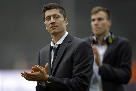 Borussia Dortmund's Robert Lewandowski applauds during a reception at the Signal Iduna stadium in Dortmund, May 26, 2013. REUTERS/Ina Fassbender