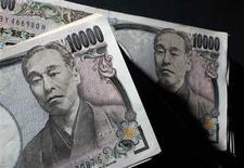 La croissance du produit intérieur brut (PIB) japonais a été revue en hausse lundi à 1,0% de janvier à mars par rapport au trimestre précédent, contre 0,9% en première estimation. /Photo d'archives/REUTERS/Yuriko Nakao