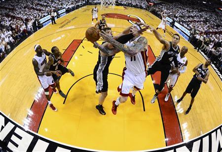 Miami Heat's Chris Andersen (11) goes to the basket against San Antonio Spurs' Tiago Splitter during Game 2 of their NBA Finals basketball playoff in Miami, Florida June 9, 2013. REUTERS/Larry W. Smith/Pool