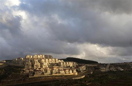 Houses are seen in a general view of the West Bank Jewish settlement of Efrat, near Bethlehem March 17, 2013. REUTERS/Ronen Zvulun