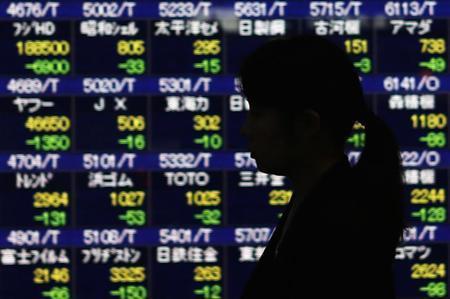 6月11日、東京株式市場で日経平均は反落。都内で5月撮影(2013年 ロイター/Yuya Shino)