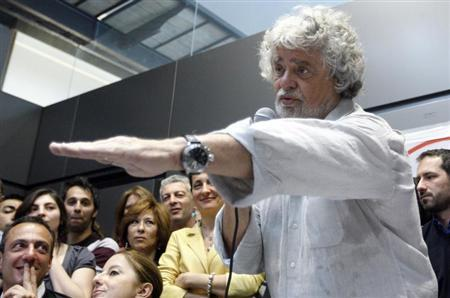 Leader of the anti-establishment 5-Star Movement Beppe Grillo gestures during a news conference in Rome April 21, 2013. REUTERS/Remo Casilli