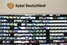 Vodafone Group a confirmé mercredi une information de presse faisant état d'une approche informelle auprès du câblo-opérateur allemand Kabel Deutschland Holding en vue d'une possible OPA, tout en soulignant que rien n'était décidé à ce stade. /Photo prise le 25 février 2013/REUTERS/Lisi Niesner