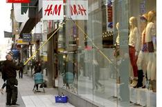 A worker cleans the windows of a branch store of H&M, Hennes & Mauritz, HMb.ST, the world's second-biggest fashion retailer in Sweden's capital Stockholm May 2, 2013. REUTERS/Arnd Wiegmann