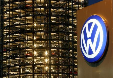 New Volkswagen vehicles are seen through the windows of storage towers at the company's factory in the German city of Wolfsburg November 14, 2006. REUTERS/Arnd Wiegmann