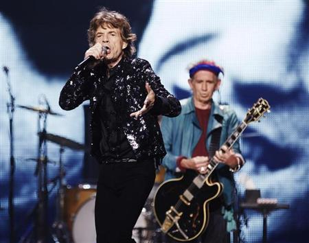 Mick Jagger (L) and Keith Richards of the Rolling Stones perform at a concert during the band's ''50 and Counting'' tour in Chicago May 28, 2013. REUTERS/John Gress