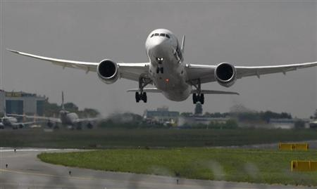 Boeing 787 Dreamliner belonging to Polish airline LOT takes off from the Chopin International Airport in Warsaw June 1, 2013. REUTERS/Kacper Pempel
