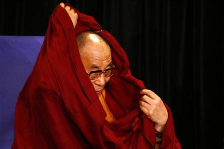 Tibetan spiritual leader the Dalai Lama adjusts his robes during a media conference in Sydney June 13, 2013. The Dalai Lama is in Australia on an 11-day visit, during which he will speak in the cities of Sydney, Melbourne, Adelaide and Darwin. REUTERS/David Gray