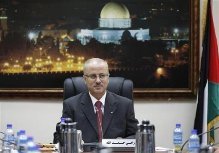 Newly sworn-in Palestinian Prime Minister Rami Hamdallah heads his first cabinet meeting in the West Bank city of Ramallah June 11, 2013. REUTERS/Mohamad Torokman