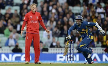 England's Joe Root reacts as Sri Lanka's Tillakaratne Dilshan (R) runs during the ICC Champions Trophy group A match at The Oval cricket ground in London June 13, 2013. REUTERS/Philip Brown